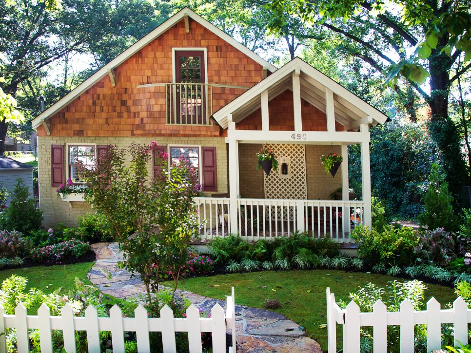 HGTV_Country Cottage_Lush Landscaping Ideas