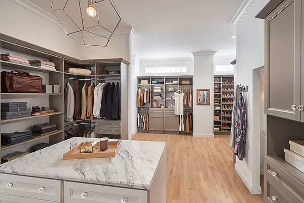 MasterSuite_TTaupe_CustomCloset_Full_OverIsland-XL