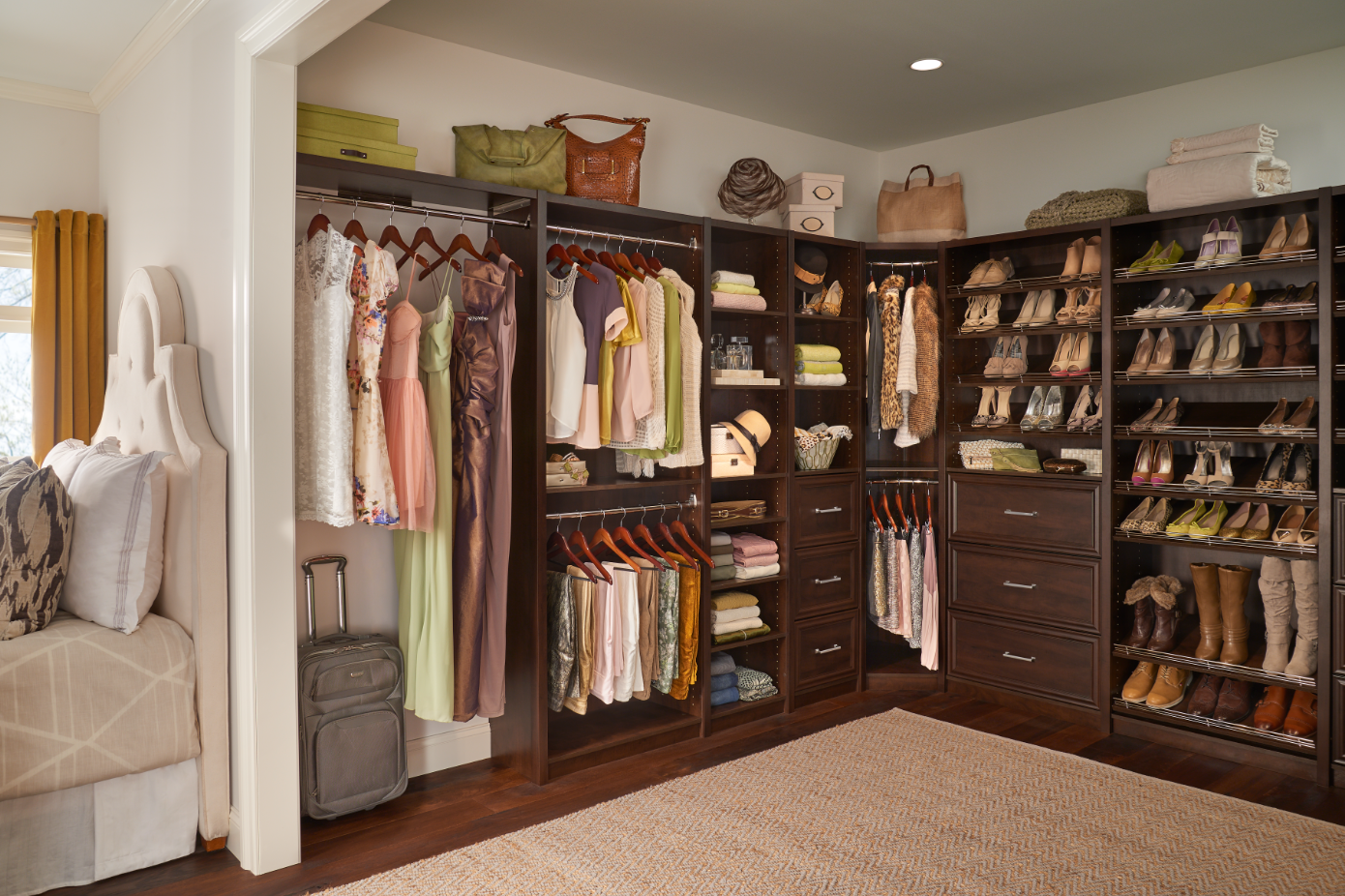 5 Elements of a Perfectly Organized Closet